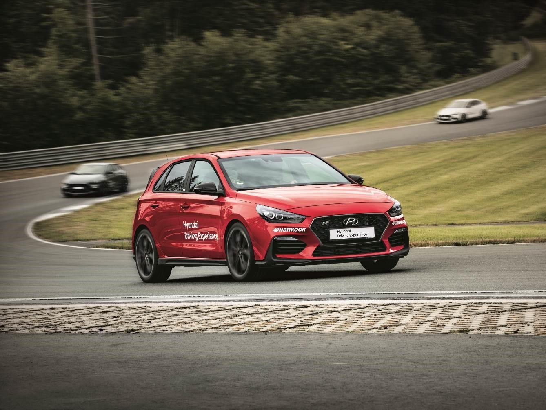 Настоящий драйв от вождения по программе Hyundai Driving Experience